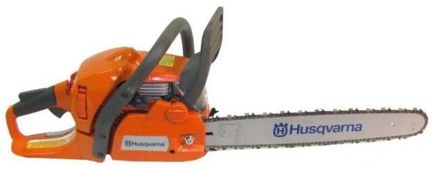 Husqvarna 445 je najbolja za sečenje drva izpod 16 inča